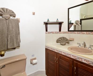 Cozumel rental bathroom