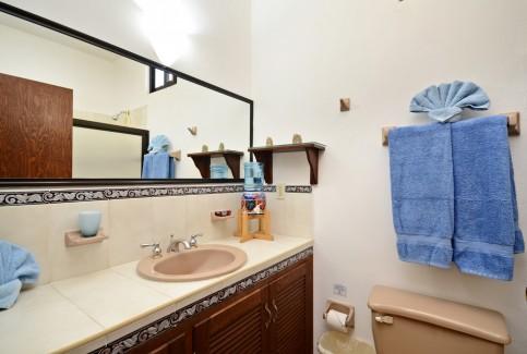 Cozumel vacation condo bathroom