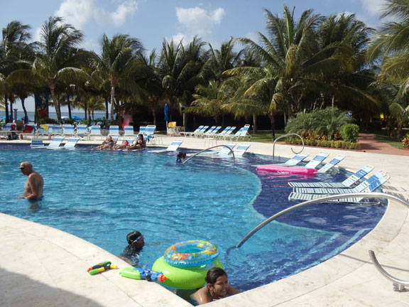 Swimming pool at Paradise Beach - Cozumel
