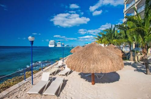 Sandy beach at El Cantil condos Cozumel