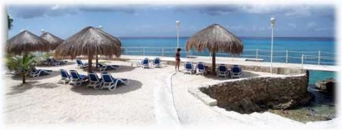 Pool at El Cantil condos. Cozumel vacation rental condos
