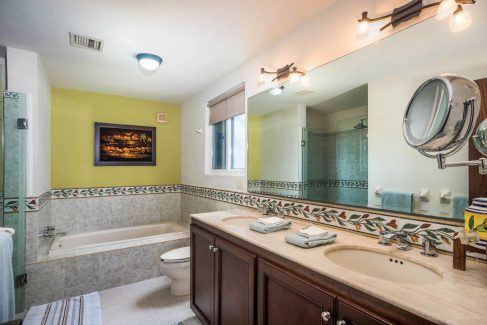 Las Brisas 702, one of the luxurious bathrooms