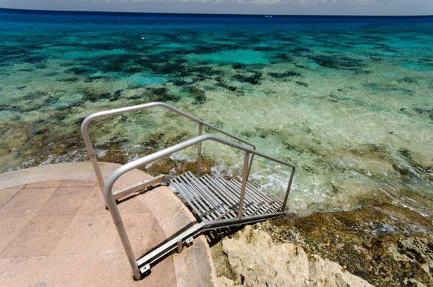 Palmas Reales steps to the ocean
