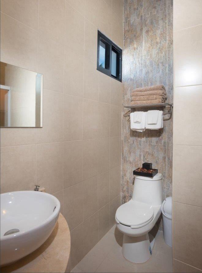 Tile bathroom with shower at Studio Paz