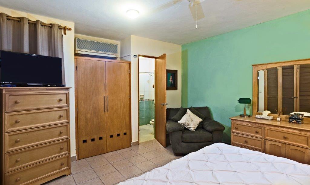Studio Orchid bedroom