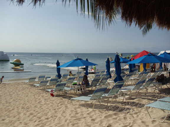 Paradise Beach Club sandy beach - Cozumel