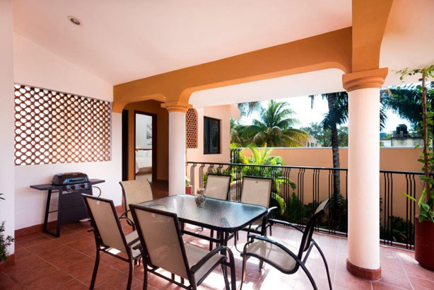 Large dining table on upstairs terrace