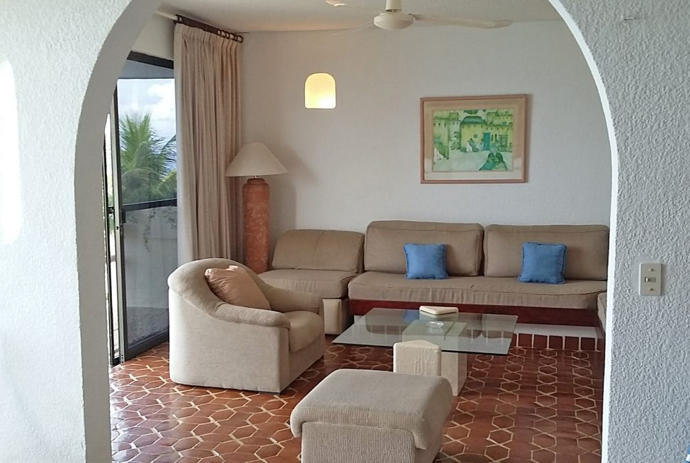 Oceanfront Cozumel condo living area